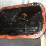 Снятый поддон двигателя 4А31 Pajero Jr. (справа трубка масляного щупа). Кокса внутри почти нет.