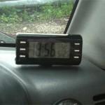 Часы Seiwa W557 установлены на место - видеть время удобно не выпуская руля.