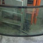 Старое разбитое стекло после снятия с Мичирки.