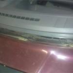 Рамка после снятия старого стекла нуждалась в серьезной очистке перед вклейкой нового.