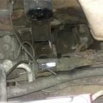 Теперь старая левая подушка двигателя Pajero Jr. удалена, можно ставить новую на место.