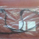 В пакете прокладка свернута, важно не перекрутить и не передавить ее нигде, чтобы не повредить.