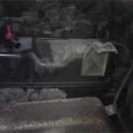 Весь зад двигателя в масле, которое выдавливало из-под прокладки клапанной крышки
