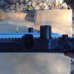 Горловина точно такая же, под стандартную пробку с клапаном давления, только штуцер аварийного сброса воды смотрит направо