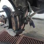 Новые тормозные колодки Nissinbo по толщине в разы больше тех обмылков, на которых я доехал до Сергея