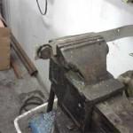 Резиновый демпфер старого радиатора встал в отверстии идеально