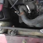 После демонтажа маслоуловителя освободилось место возле радиатора, что отлично перед его заменой