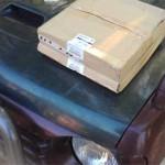 Вот в таких невзрачных коробках с небольшую пиццу и пришли оригинальные тормозные диски Pajero Jr.