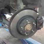 Так выглядит левый тормозной диск Pajero Jr. с перебранным тормозным суппортом после замены сальников и тормозных колодок - заглядение :)