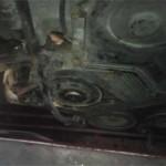 Вид на двигатель Pajero Jr. спереди после снятия крыльчатки вентилятора