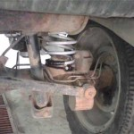 Новая пружина установлена (пластиковую родную защиту от лязга Сергей закрепил на новой пружине изолентой)